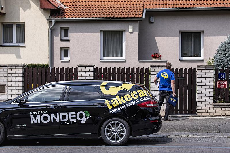 Ford Mondeo HEV (hybrid) v kurýrní službě