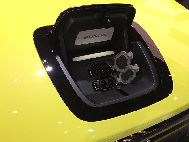 Elektromobil Honda e se představil ve Frankfurtu
