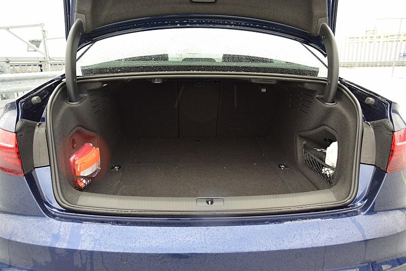 Audi A4 Advenced 35TDI kufr